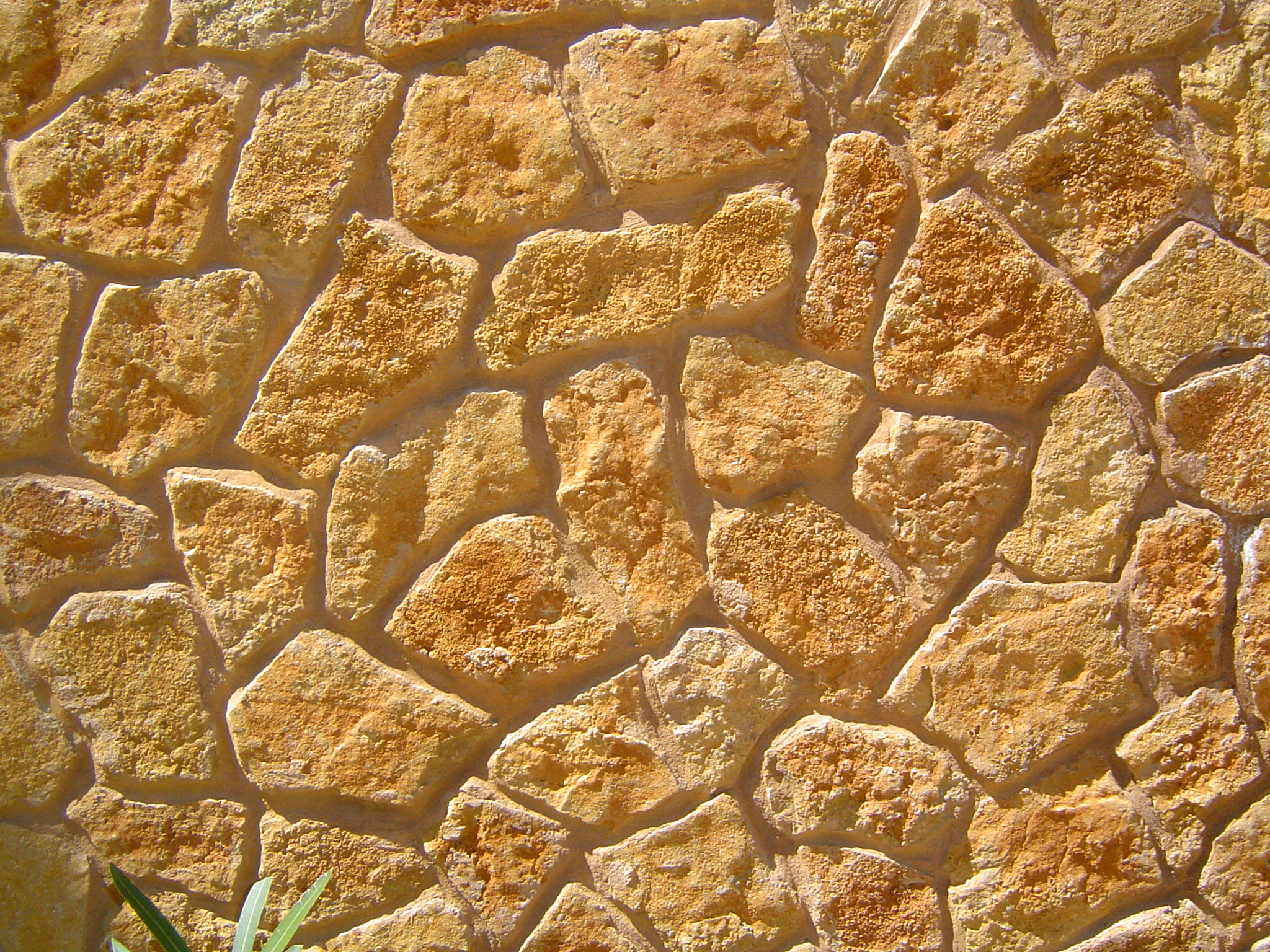 Una quincena de parados se reciclan como artesanos de la for Piedra barata para paredes