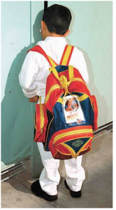 Niño y mochila